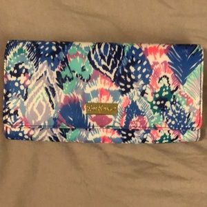 NWT Lilly Pulitzer travel wallet